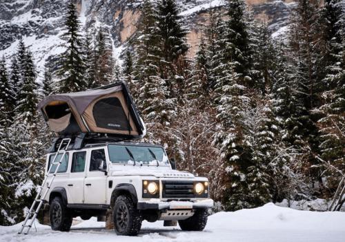 bookara tente de toit sur defender dans neige
