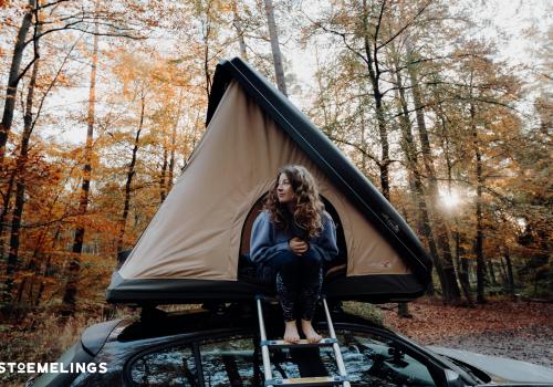 Tentes de toit stoemelings camping dans hussarde duo nait up à coque dure et rigide en foret